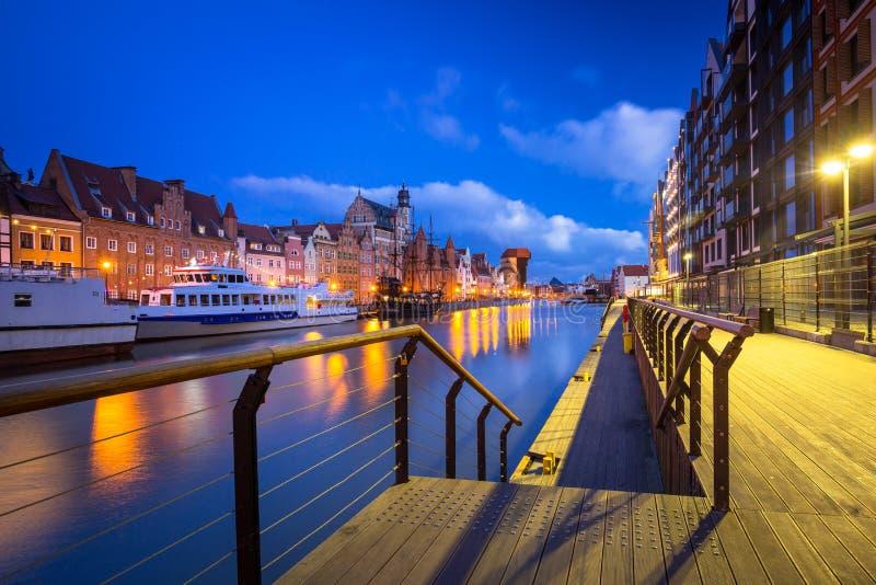 Piękna sceneria starego miasta w Gdańsku nad rzeką Motlawa o świcie, Polska zdjęcie royalty free
