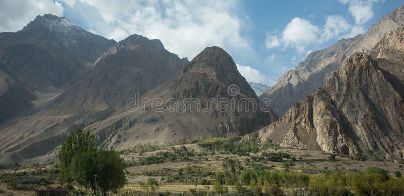 Piękna sceneria wzdłuż wycieczki samochodowej na Wakhan dolinie, Pamir autostrada, Tajikistan obraz stock