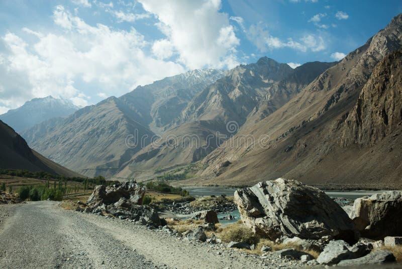 Piękna sceneria wzdłuż wycieczki samochodowej na Wakhan dolinie, Pamir autostrada, Tajikistan fotografia royalty free