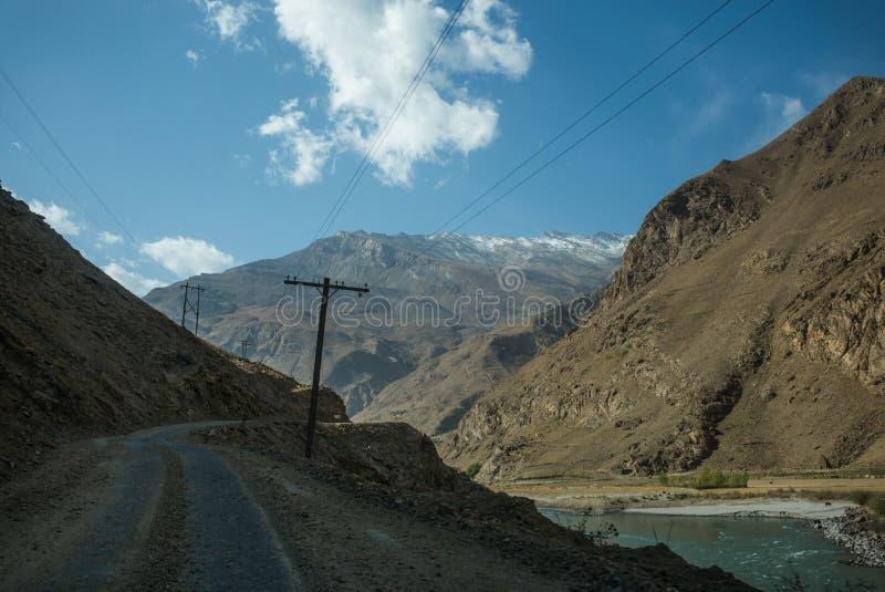 Piękna sceneria wzdłuż wycieczki samochodowej na Wakhan dolinie, Pamir autostrada, Tajikistan zdjęcie royalty free