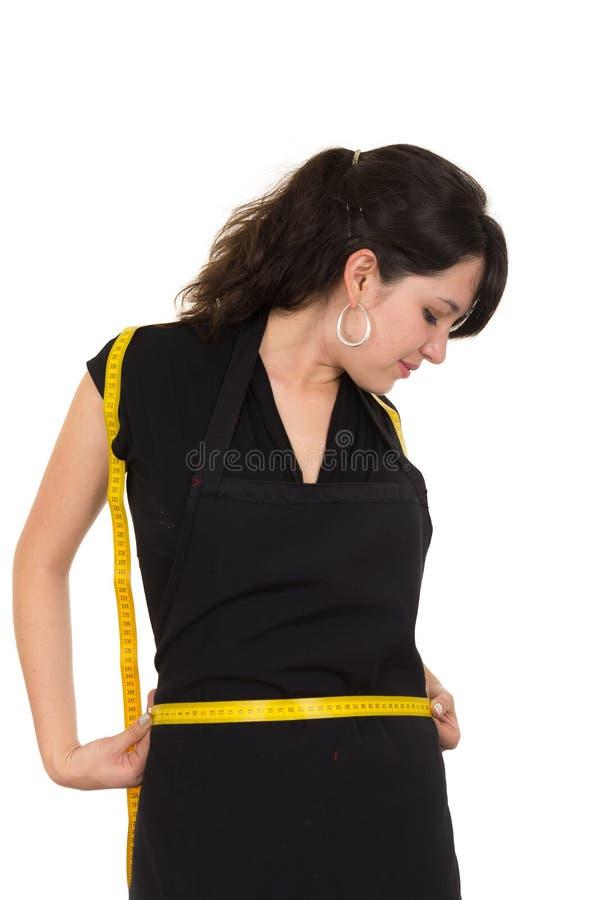 Piękna schudnięcie napadu młoda dziewczyna trzyma mierzyć obraz stock