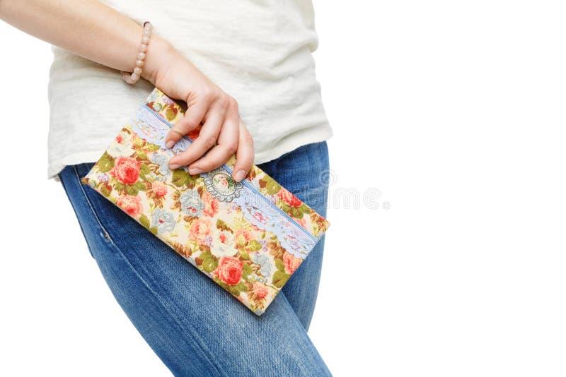 Piękna scrapbooking falcówka w kobiety ręce obraz stock