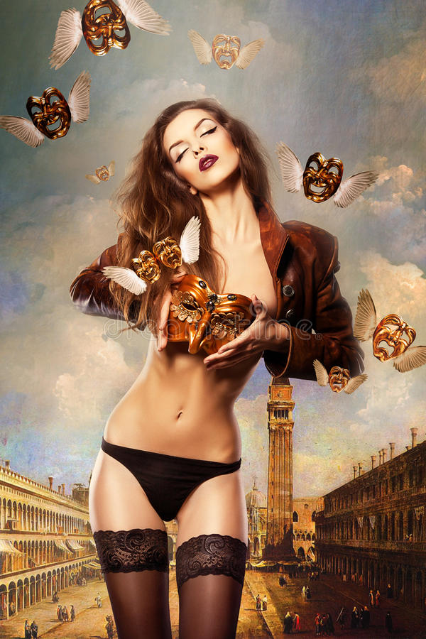 Piękna seksowna kobieta z venetian maską w Venice obrazy royalty free