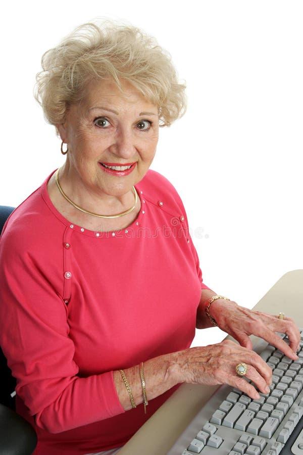 piękna senior komputerowy zdjęcie stock