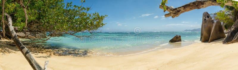 Piękna Seychelles plaża przy losem angeles Digue obraz royalty free