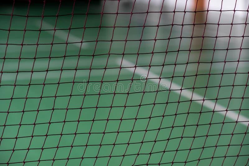 Piękna siatkówki siatka bawić się dalej na hali sportowa tle Zakończenie fotografia stock