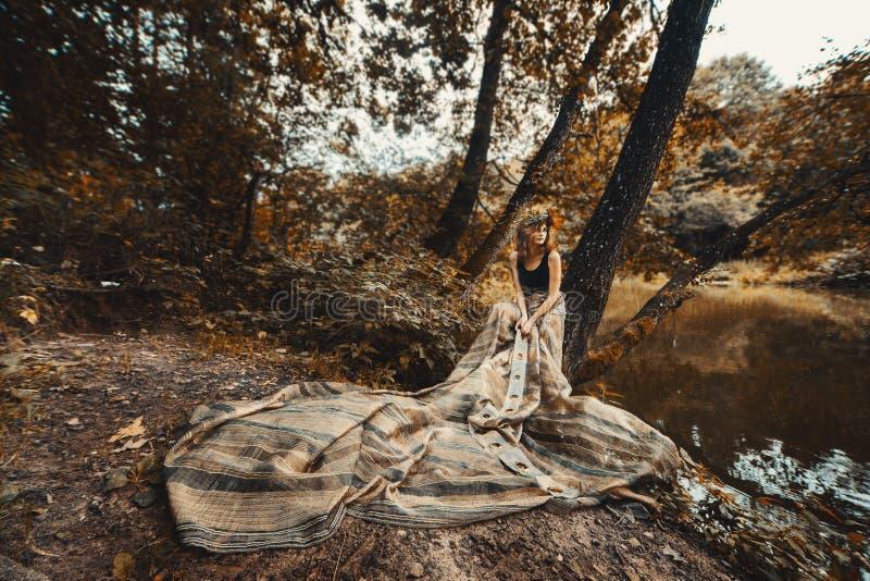 piękna smokingowa dziewczyna tęsk obrazy stock