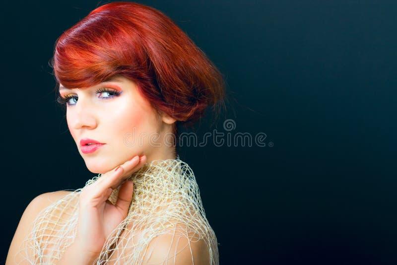 piękna splendoru włosianego portreta czerwona baru kobieta zdjęcia royalty free