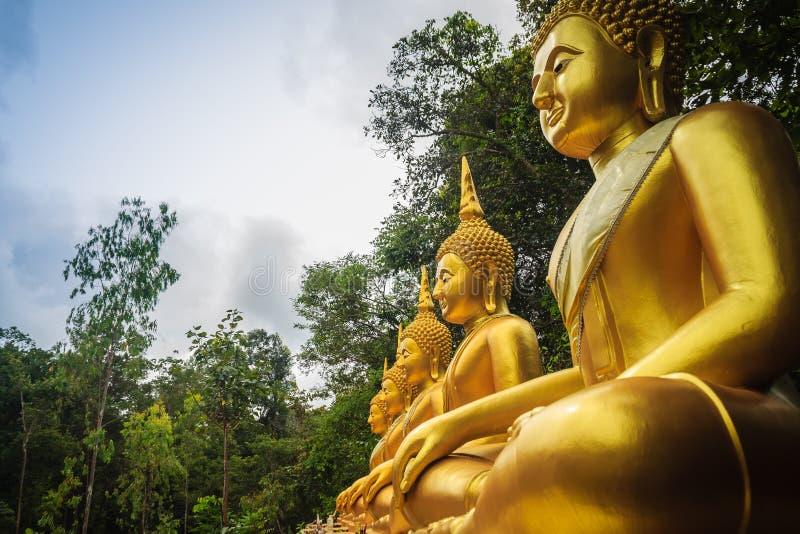 Piękna spokojna złota Buddha wizerunku statua w lesie przy jawną Buddyjską świątynią fotografia royalty free