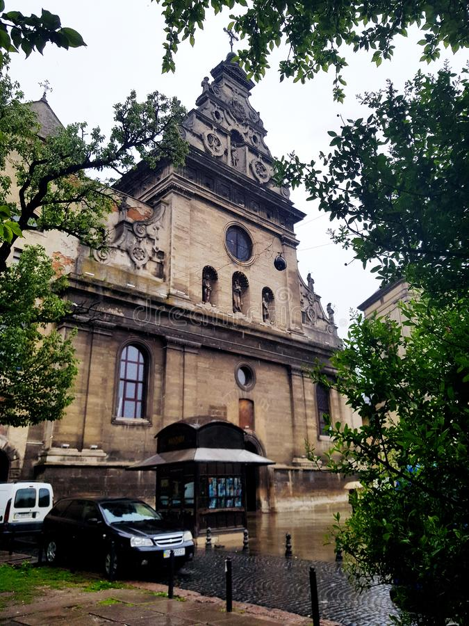 Pi?kna stara architektura Europejski miasto Lviv, Ukraina zdjęcia royalty free