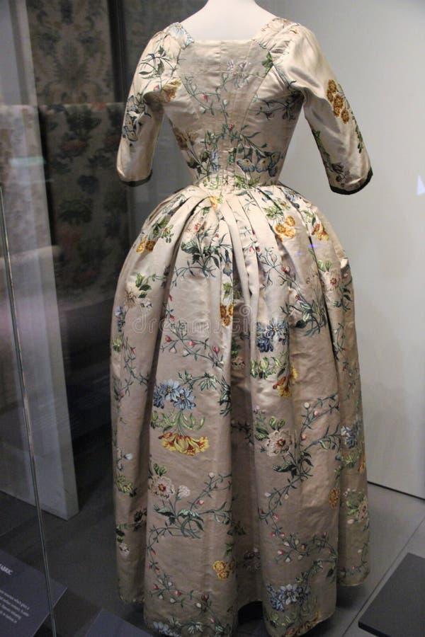 Piękna suknia imperatorowa w muzeum zdjęcia royalty free