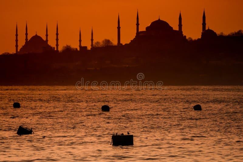 Piękna sylwetka meczety przy zmierzchem na Bosphorus obrazy royalty free