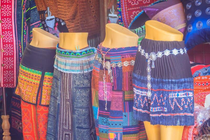 Piękna tradycyjna Hmong wzgórza plemienia odzież fo i ornamenty fotografia stock