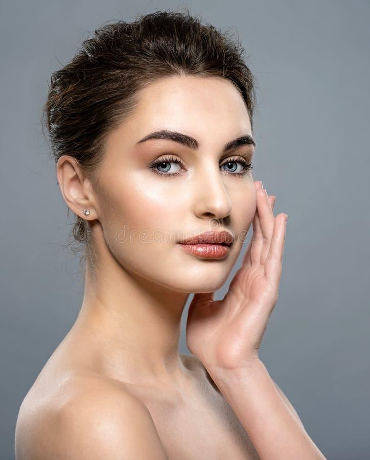 Piękna twarz caucasian kobieta z czystą świeżą skórą fotografia royalty free