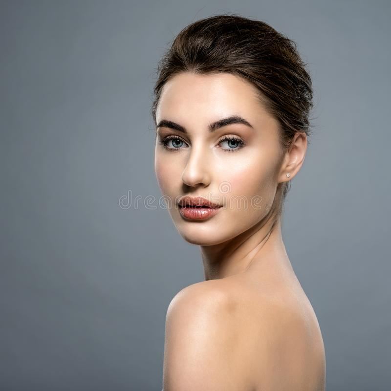 Piękna twarz caucasian kobieta z czystą świeżą skórą zdjęcie royalty free