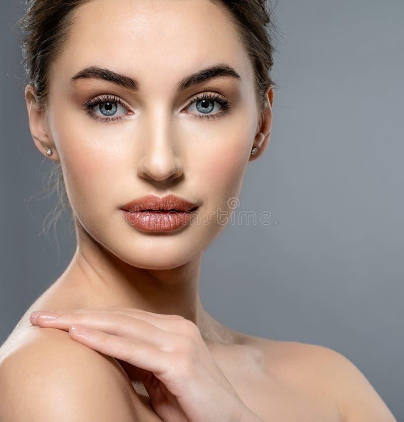 Piękna twarz caucasian kobieta z czystą świeżą skórą obrazy stock