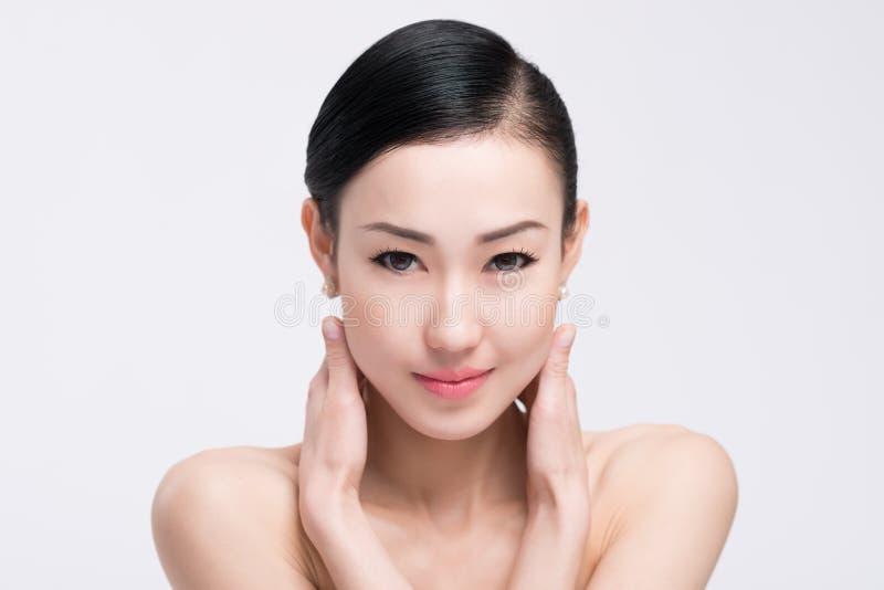 Piękna twarz i jasna skóra obraz stock
