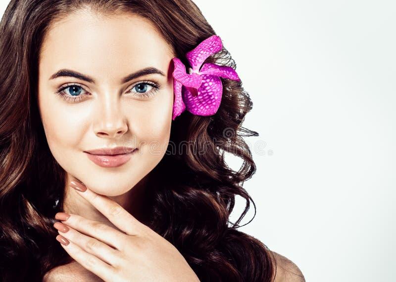 Piękna twarz młoda kobieta model z Czystym Świeżym Perfect Hea obraz stock