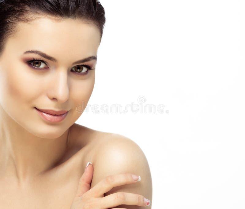Piękna twarz młoda kobieta z Czystą Świeżą skórą zdjęcia royalty free