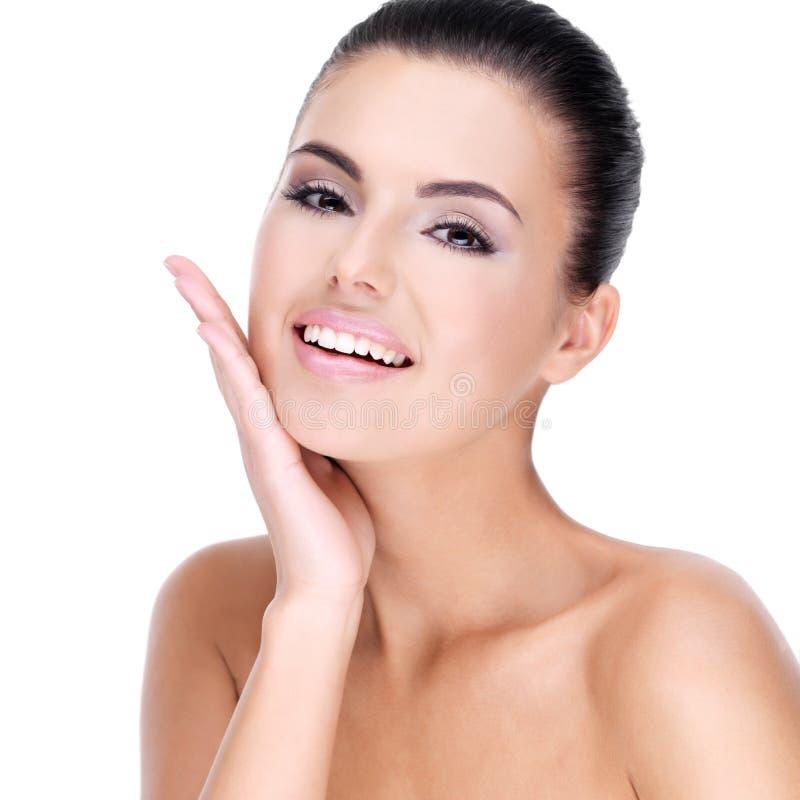 Piękna twarz uśmiechnięta kobieta. obraz stock