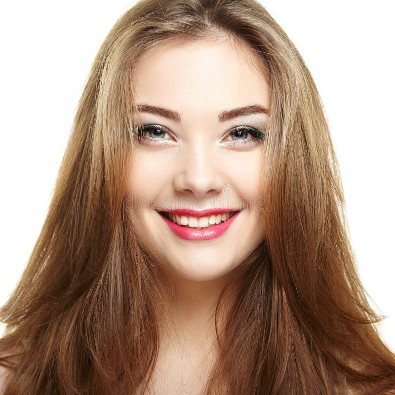 piękna twarzy moda uzupełniająca kobieta uśmiechnięci młodych dziewcząt Odizolowywający na białym backgro obraz stock