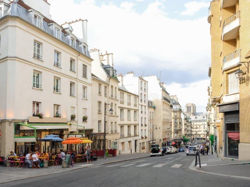 Piękna ulica Europejski miasto obrazy stock