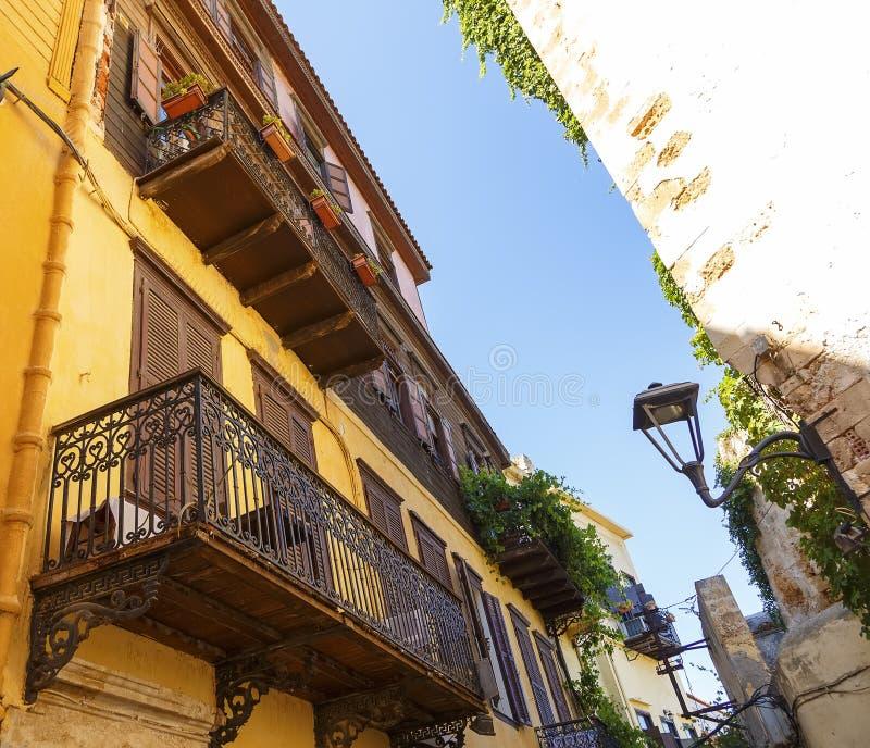 Piękna ulica z włoszczyzna stylu domami w Chania, Crete wyspa, Grecja LATO krajobraz zdjęcia royalty free