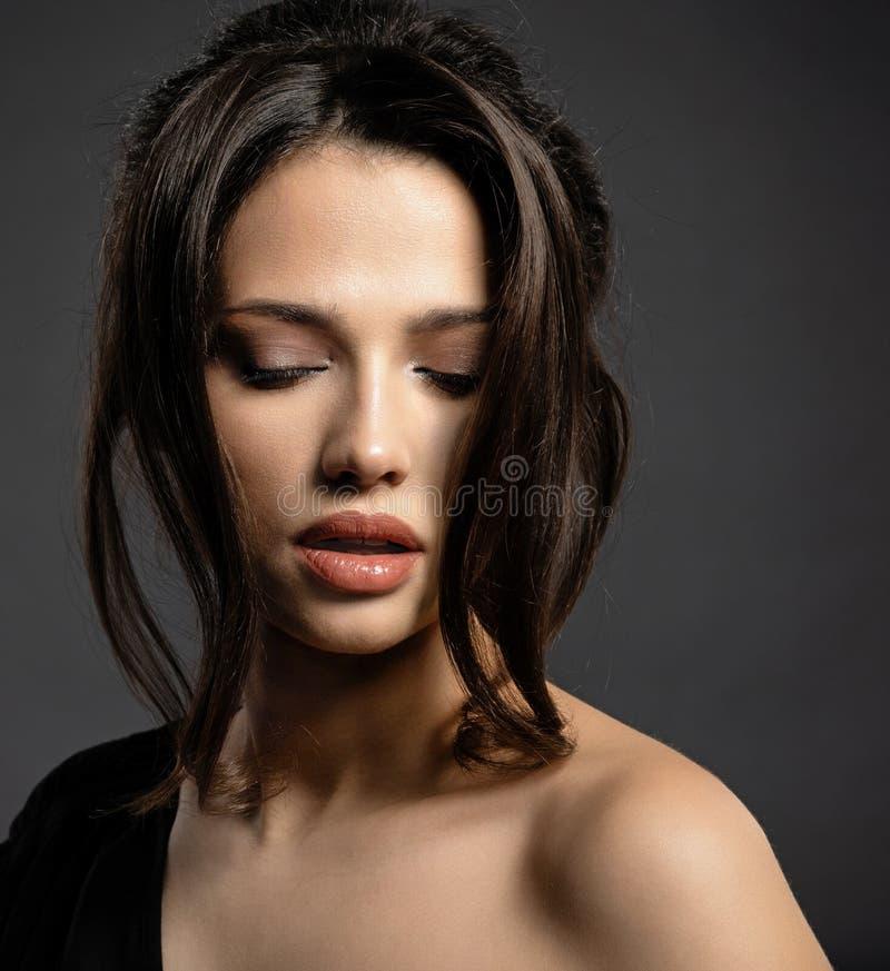 piękna włosiana kobieta Atrakcyjny model z brązów oczami fotografia royalty free