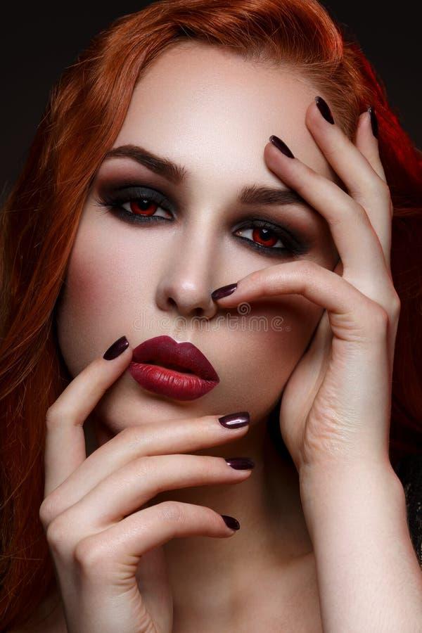 Piękna wampir młoda kobieta fotografia royalty free