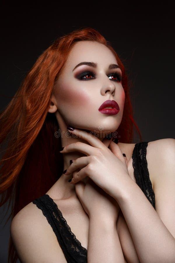 Piękna wampir młoda kobieta zdjęcie royalty free