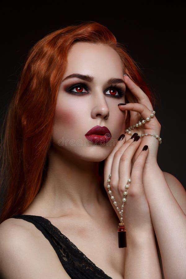 Piękna wampir młoda kobieta obraz stock
