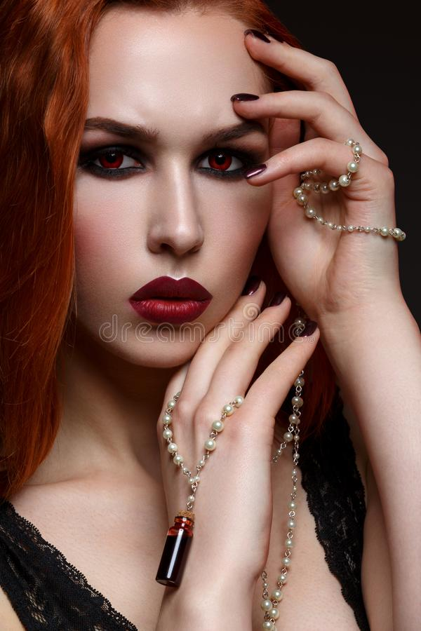 Piękna wampir młoda kobieta fotografia stock