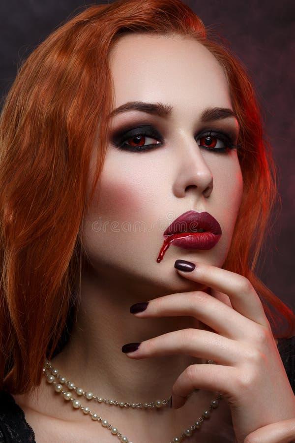 Piękna wampir młoda kobieta zdjęcie stock