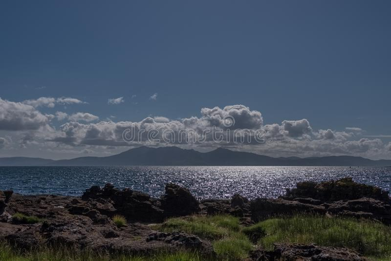 Piękna wyspa Arran góry na Szkockim lata Solstice późnym popołudniem zdjęcia stock