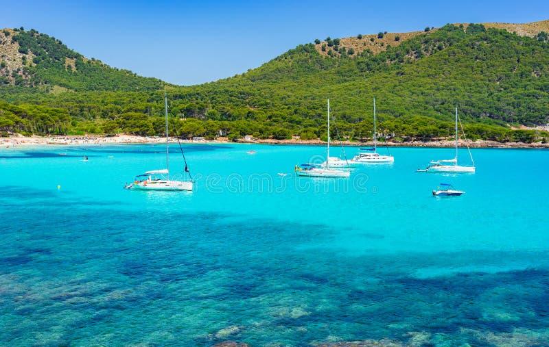 Piękna zatoki plaża Cala Agulla Majorca Hiszpania morze śródziemnomorskie zdjęcie stock