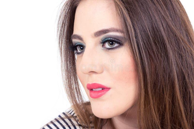 Piękna zieleń przyglądająca się dziewczyna jest ubranym makeup obraz stock