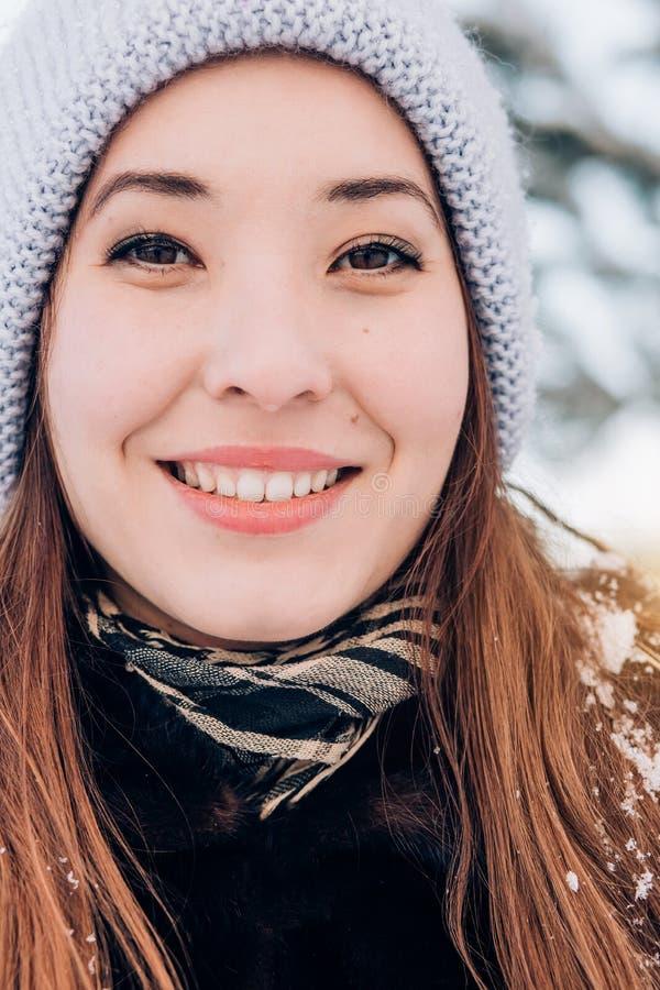 Piękna zimowa kobieta zdjęcia stock