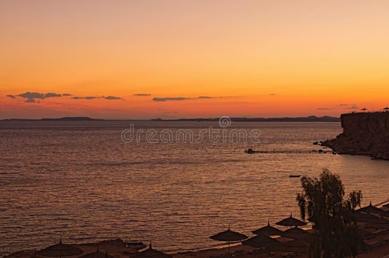 Piękna zmierzchu krajobrazu fotografia luksus plaża w Czerwonym morzu szejk sharm el egiptu Wakacje pojęcie obraz royalty free