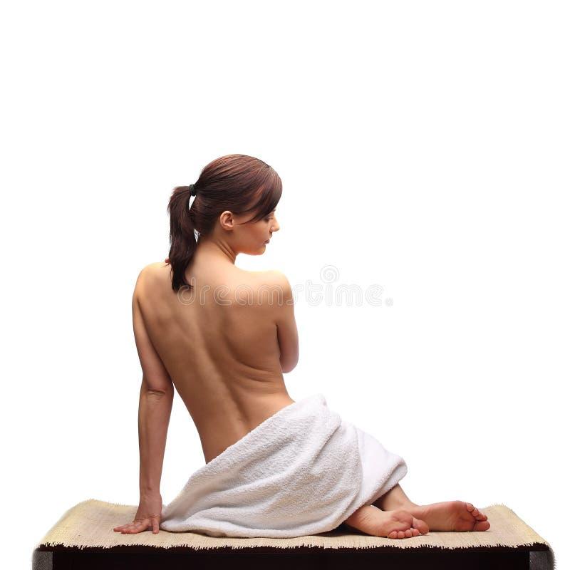 Piękne żeńskiego ciała nogi z kosmetycznym zbiornika pucharem, śmietanką i zdjęcie royalty free