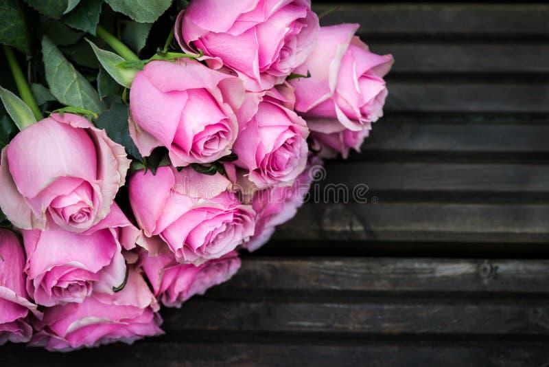 piękne bukieta menchii róże zdjęcia stock