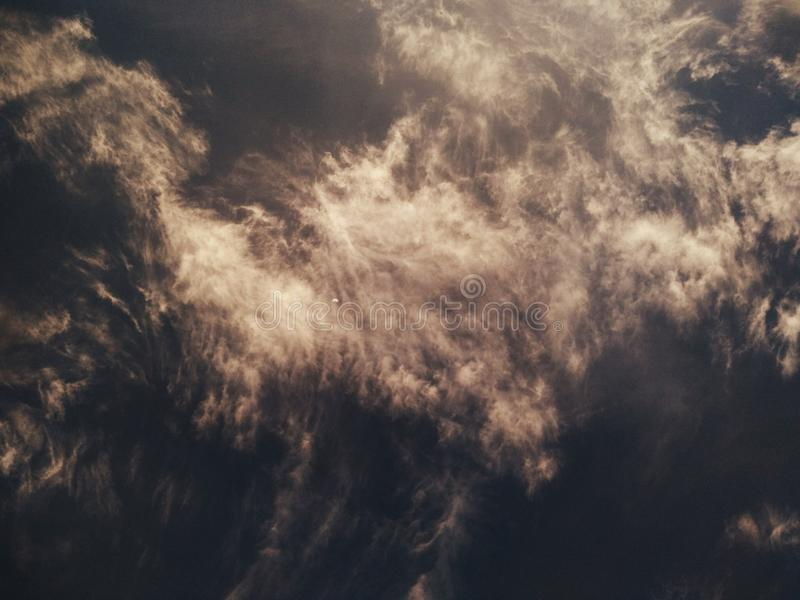Piękne chmury i pogodowy Black_And_White obrazy stock