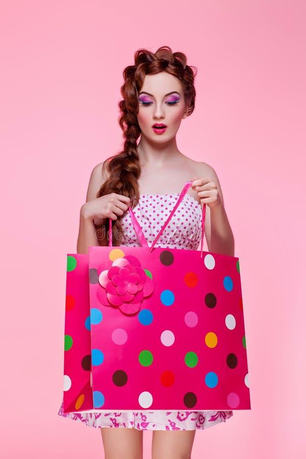 piękne dziewczyny torby na zakupy obraz stock