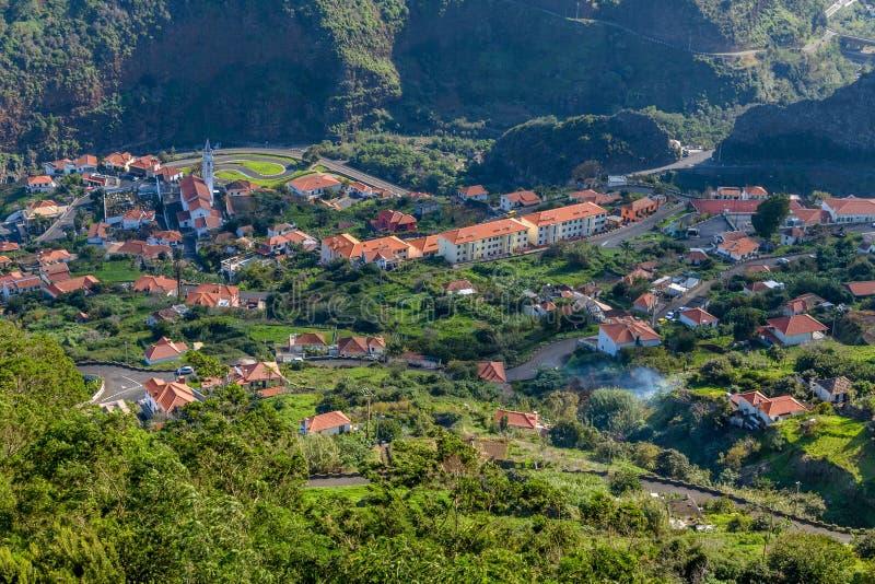 Piękne góry i ocean na północnym wybrzeżu blisko Fajal, madery wyspa, Portugalia zdjęcie royalty free