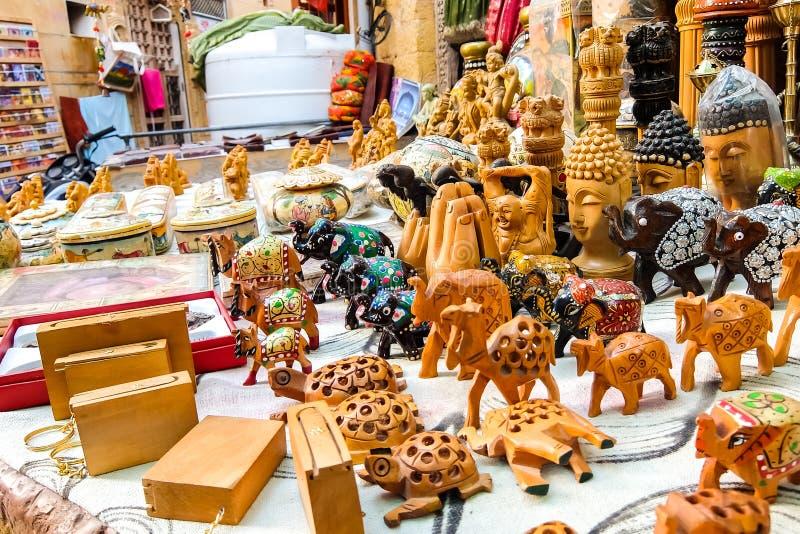 Piękne handmade pamiątki w ulica sklepie obrazy stock