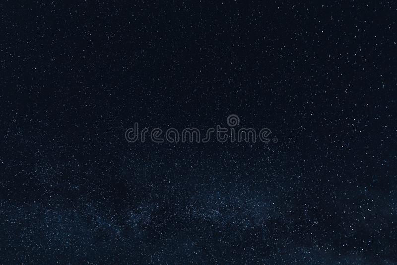 Pi?kne ja?nienie gwiazdy w nocnym niebie obrazy royalty free