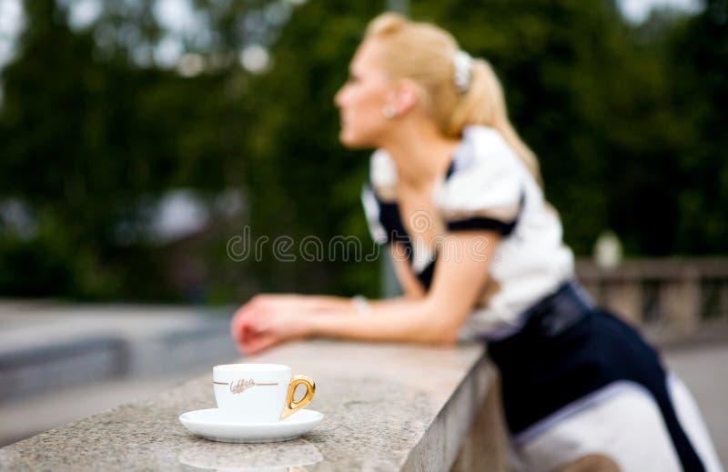 piękne kawowi młodych kobiet obrazy royalty free