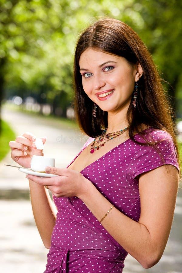 piękne kawowi młodych kobiet zdjęcia royalty free