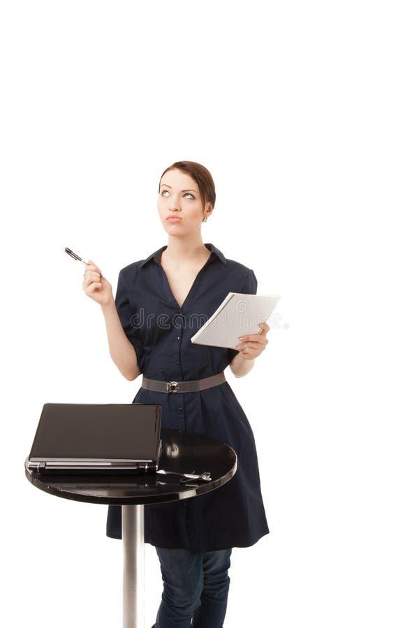 Piękne kobiety writing notatki w notatniku obrazy stock