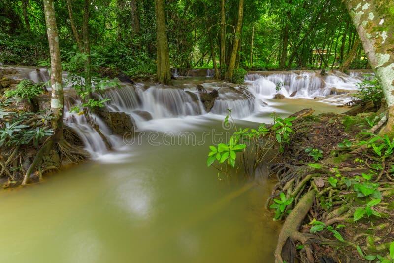 Piękne Kroeng Krawia siklawy w Kanchanaburi, Tajlandia zdjęcia royalty free