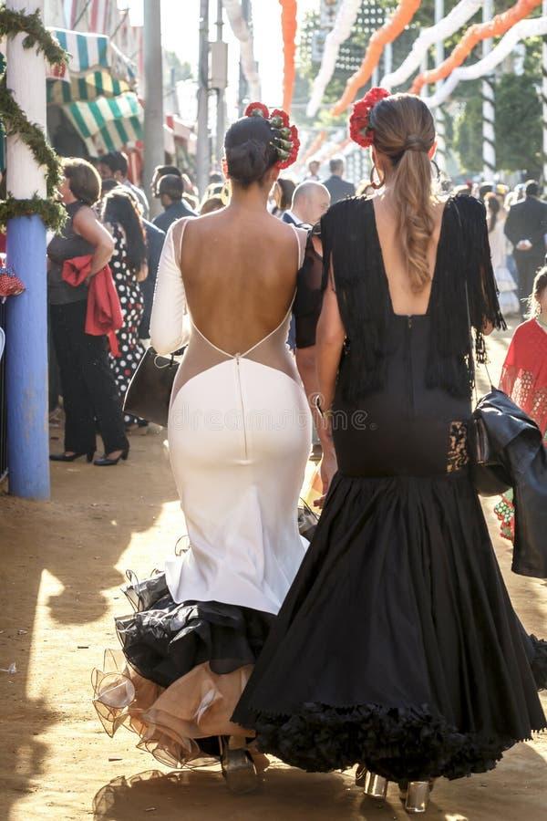 Piękne mod kobiety jest ubranym flamenco suknię Hiszpański folklor obrazy royalty free